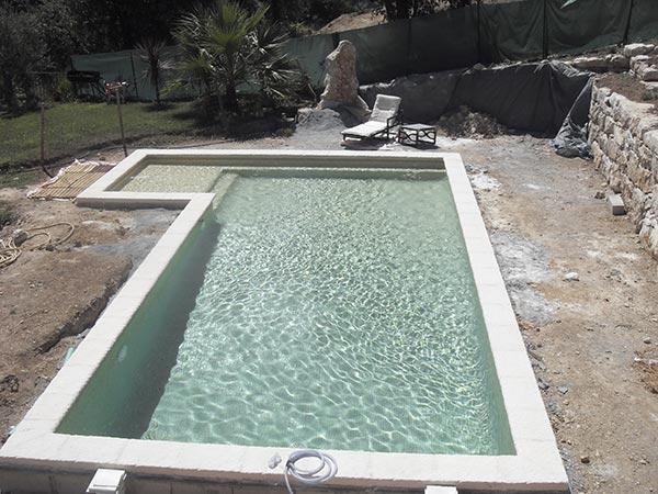 R alisations de piscines mandelieu installation pompes de for Construction piscine 17